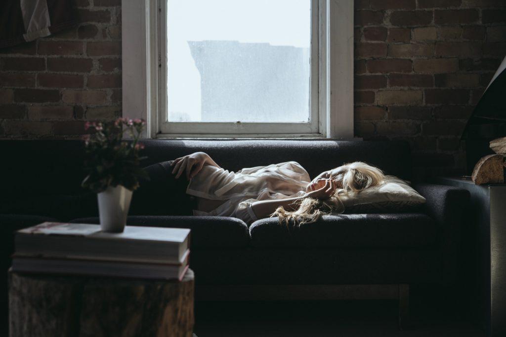 寝ている人の写真